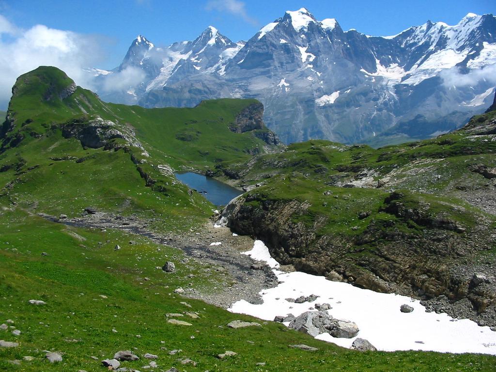 Walking Across The Bernese Oberland July 2003